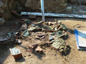 Restes de céramiques sur le site de La Fouchelle