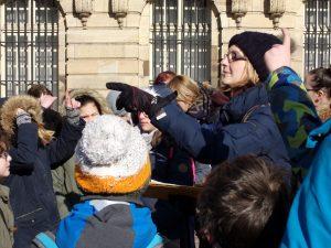 Julie Lanson demande aux enfants ce qu'ils savent sur l'air ©E.Schildknecht/Ariena